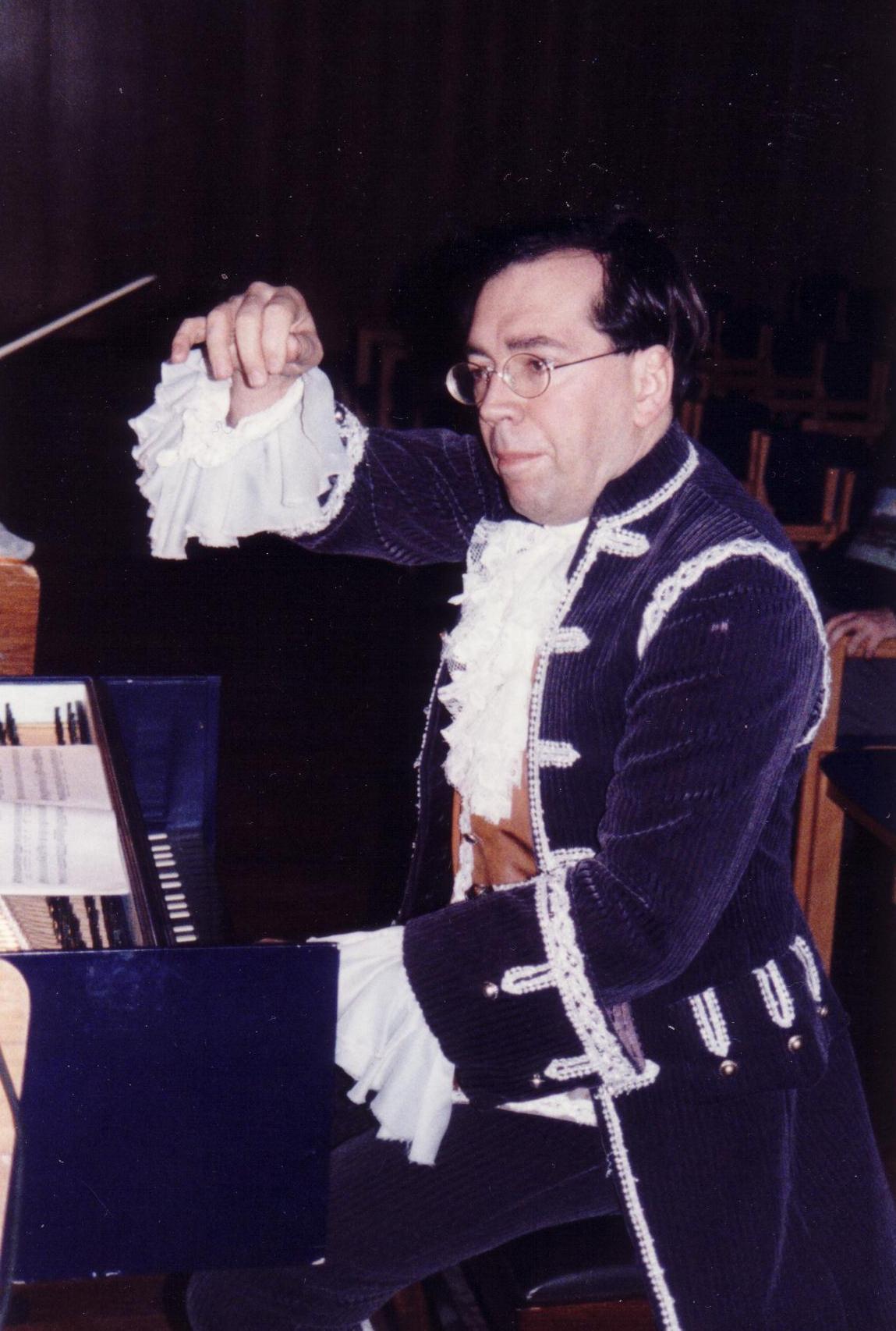 Bei solch einer Gelegenheit muss auch der Dirigent im Kostüm arbeiten