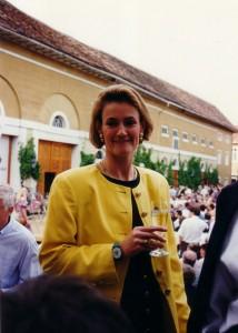 Bettina von Guradze als strahlende Gastgeberin