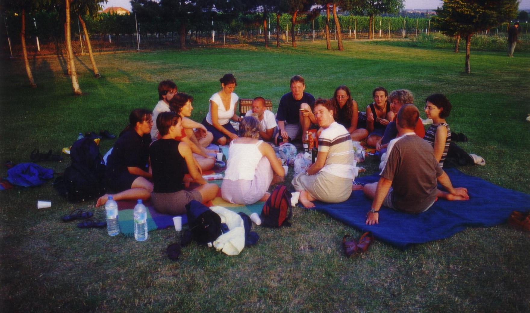Abendliches Picknick im Englischen Garten neben der Opernbühne