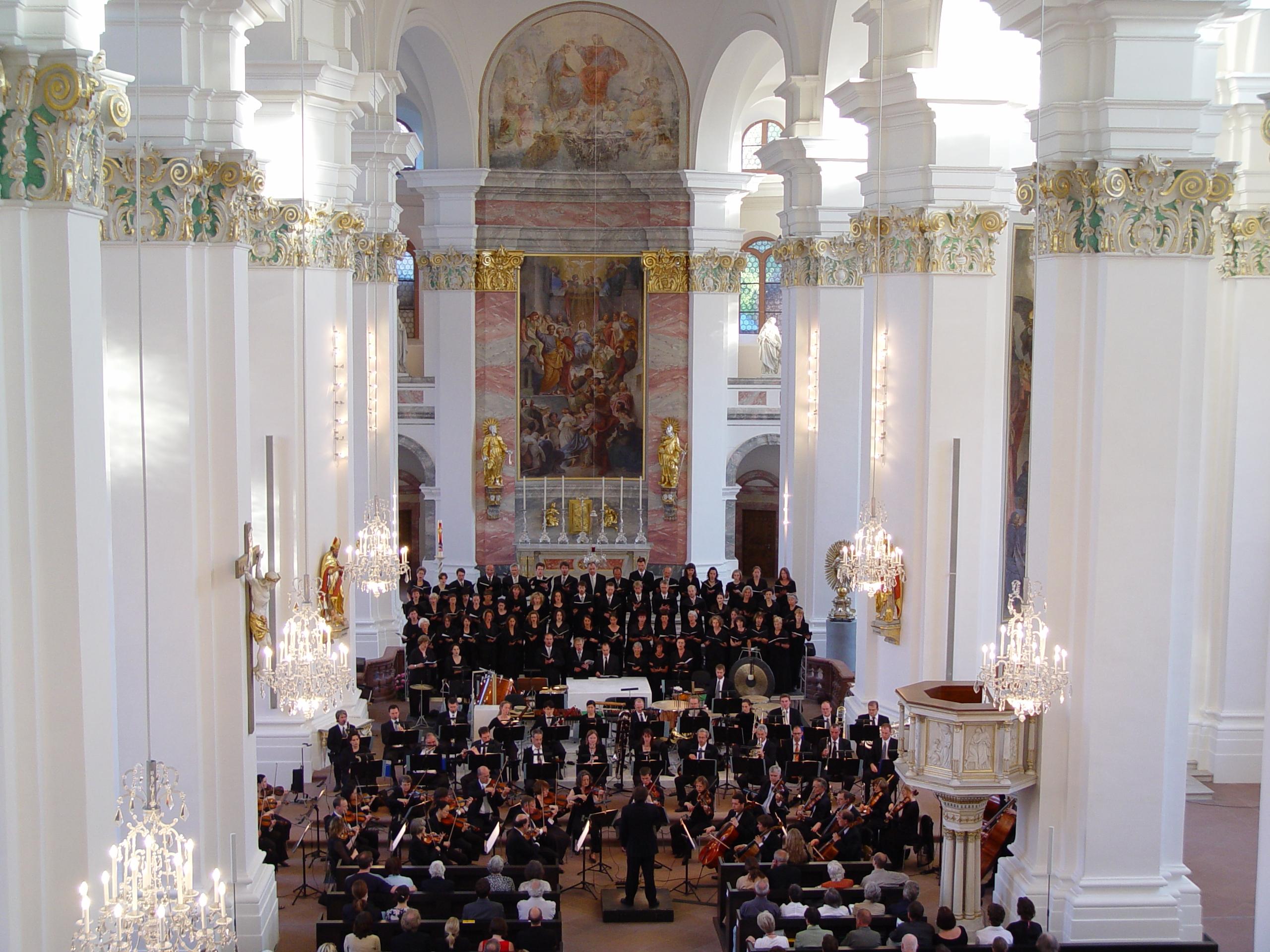 """Bachchor und Philh. Orchester in der Jesuitenkirche mit Poulencs """"Gloria"""""""